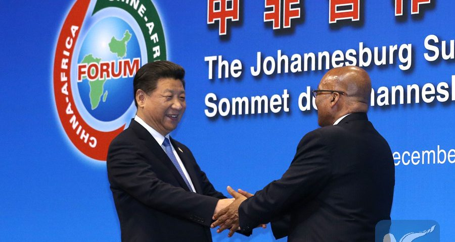 Chinese President Xi Jinping (L) shakes hands with South African President Jacob Zuma during the opening ceremony of the Johannesburg Summit of the Forum