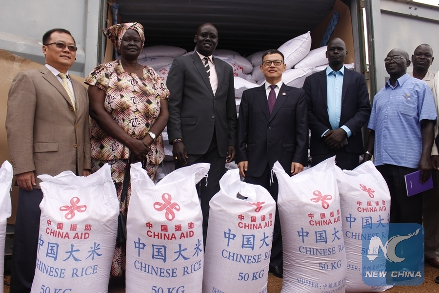 Officials from the Chinese embassy in South Sudan and South Sudan Relief and Rehabilitation Commission show samples of China-donated rice