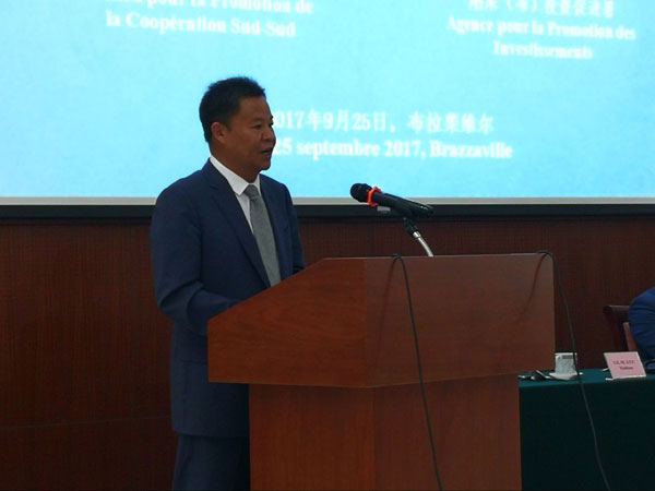 Lyu Xinhua delivers a speech at the conference on investment and trade between China and Congo (Brazzaville),